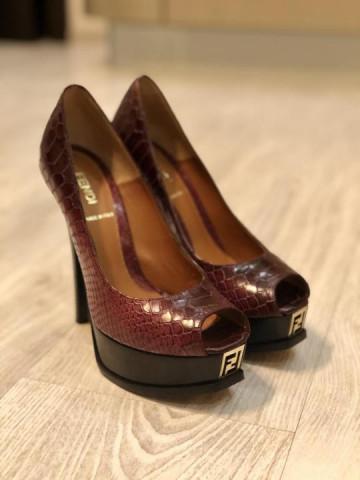 Продаю новые туфли Fendi - 1